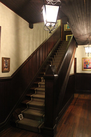 Twin Maples Farmhouse: Beautiful staircase