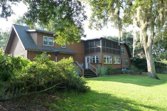 Plantation Oaks Inn : In the garden