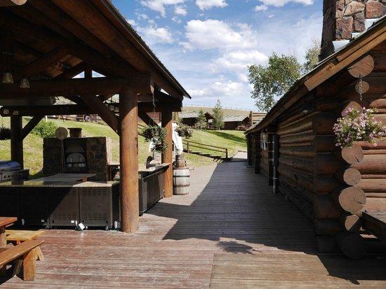 Goosewing Ranch: restauration exterieur avec four à pizza