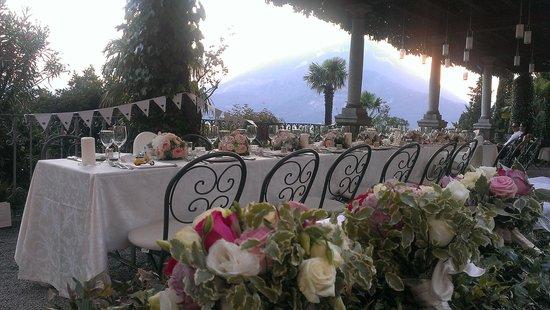Hotel Villa Cipressi: Under the pergola dining.
