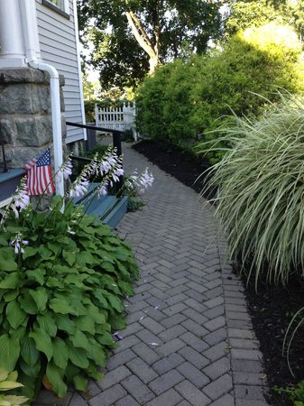Whistling Swan Inn: Beautiful Walkways