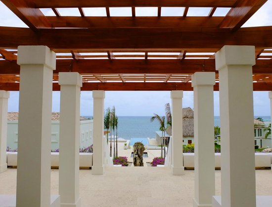 Las Verandas Hotel & Villas: View once you enter the grounds after check-in.