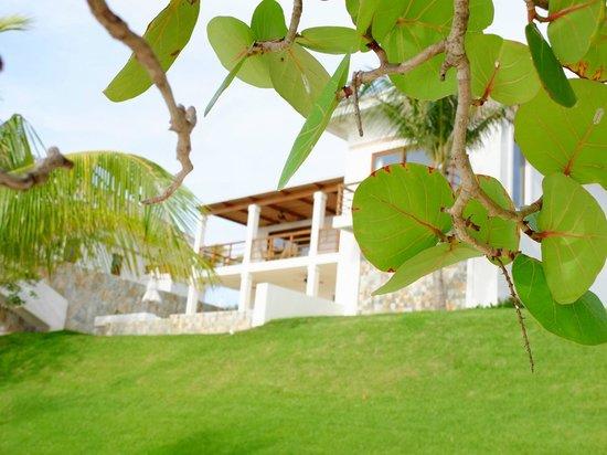 Las Verandas Hotel & Villas : View of our villa from the beach.