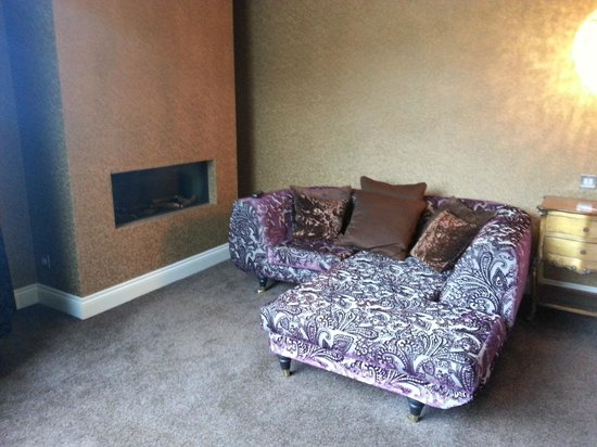 Popinjay Hotel: SEATING AND FIRE GARDEN SUITE