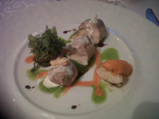 Restaurant Le Grand Bleu : poulet fermier caviar d'aubergine et crême à l'aïl doux