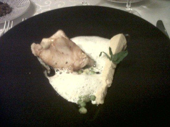 Restaurant Le Grand Bleu : saint pierre poelé et pois chiches façon houmos