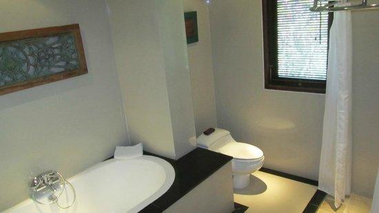 Cinta Inn: Our bathroom 2