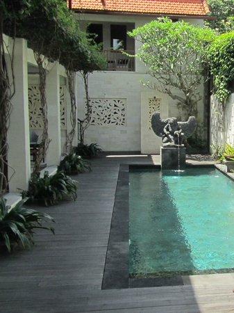 Cinta Inn: Pool area