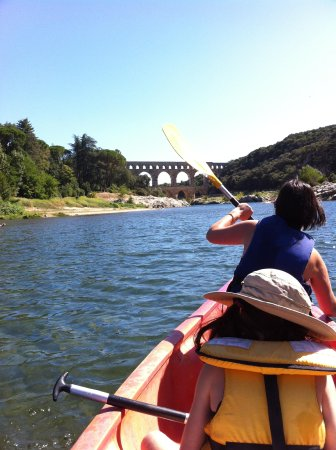 Canoe collias : Get the strokes together now!