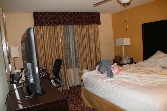 Homewood Suites by Hilton Carle Place - Garden City: one of the queen rooms in our suite