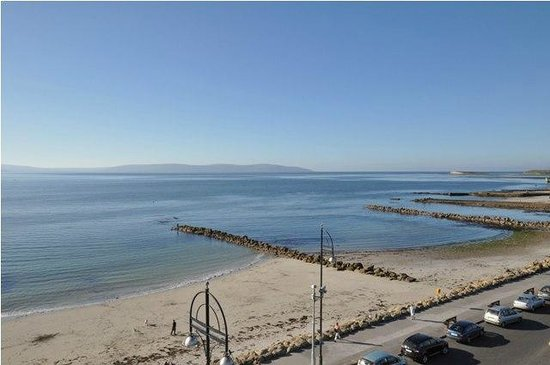 Marian Lodge Guesthouse: Salthill Beach