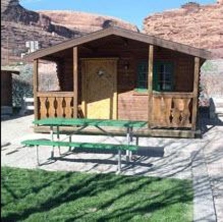 Moab Valley RV Resort & Campground: Our large cabin