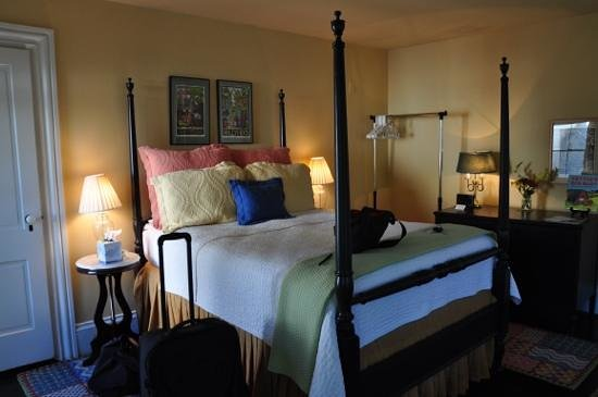 Ardmore Inn: tastefully  decorated