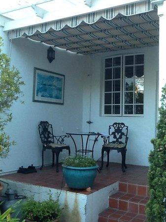 Belvedere Cottages & B&B: Private nook outside kitchen at Belvedere Cottage