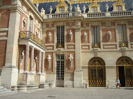 PARISCityVISION: Outside the Palace