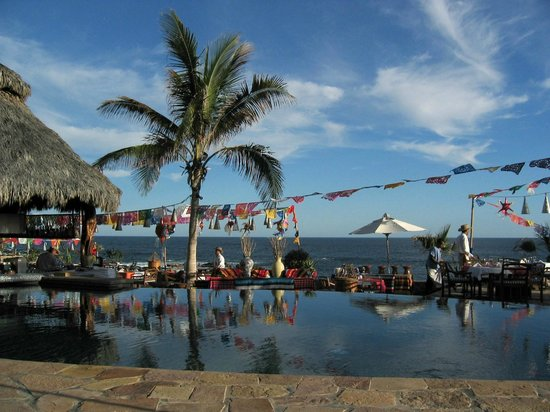 Esperanza - An Auberge Resort: Mexicamismo on Sunday evening by the pool
