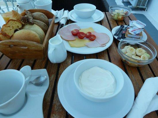 Athina Luxury Suites: Breakfast