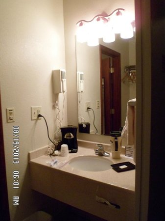 Americas Best Value Inn Osceola: Sink