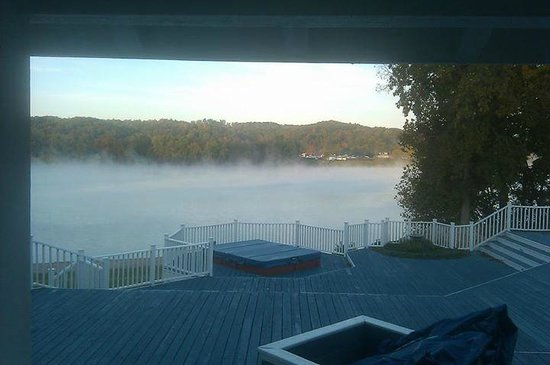 RiverView B&B Inn: misty morning on the river