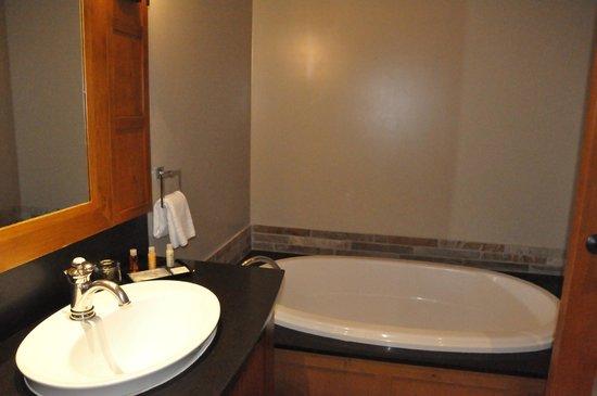 Nita Lake Lodge : Soaker Tub