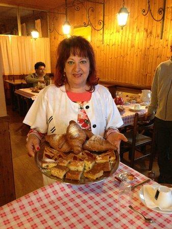 Hotel Sibilla: la gentilissima proprietaria con le sue squisitissime torte fatte per colazione