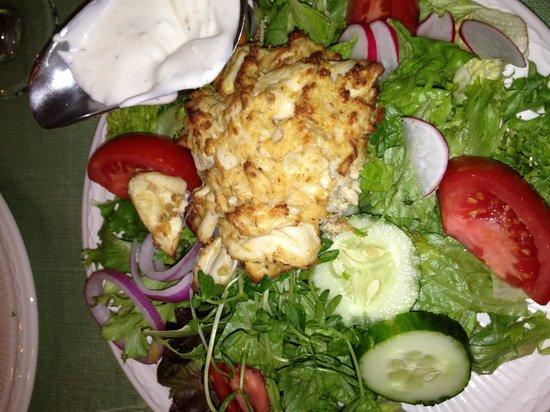 Lemon Leaf Cafe: Crab cake salad