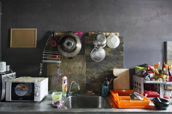 Batu Bata Guesthouse: kitchen area