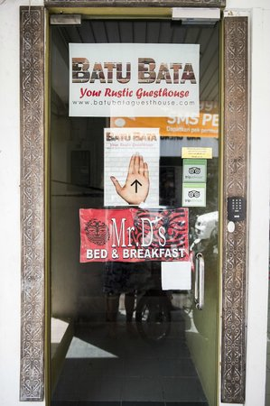 Batu Bata Guesthouse: front door