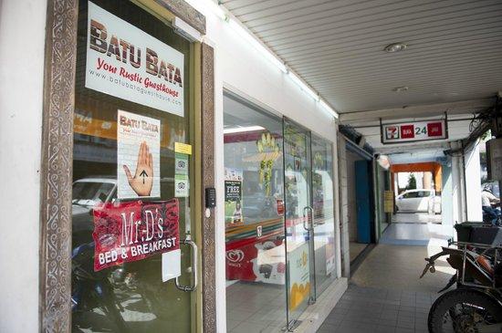 Batu Bata Guesthouse: front door and 7eleven