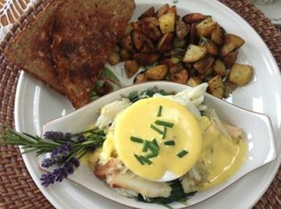 The Dungeness Barn House Bed and Breakfast: Crab benedict for breakfast - outstanding