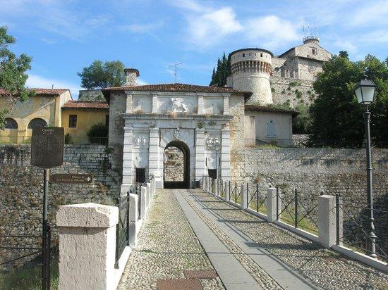 Hotel Ambasciatori: the castle enterance