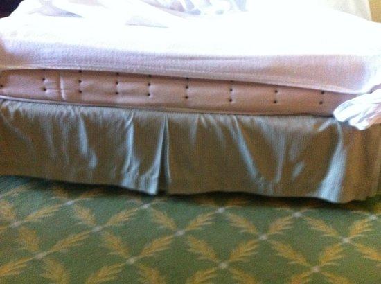 Denia La Sella Golf Resort & Spa : Marriott Denia La Sella - the beds are the smallest doubles that dip in the middle.