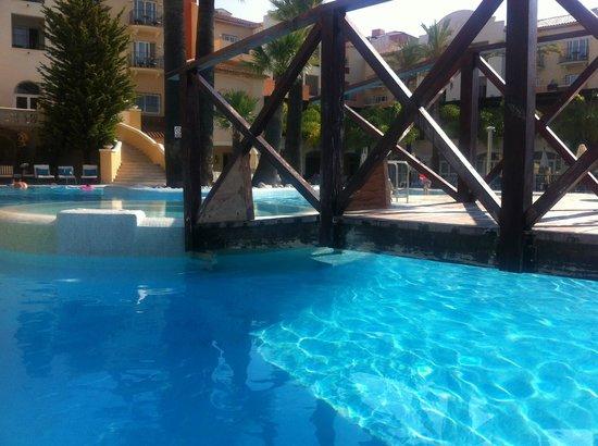 Denia La Sella Golf Resort & Spa : Marriott Denia La Sella poor repairs around main pool