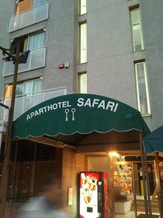 Aparthotel Safari: Agresivo Recepcionista y me expulso por decirle que no funciona el Lift-Ascensor ....