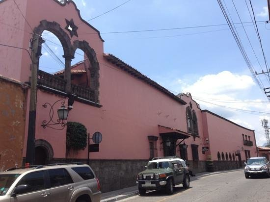 Las Mananitas : Entrance and Front