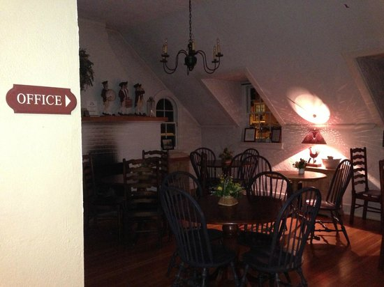 Fife & Drum Inn : The Dining Area - with cookies all day!