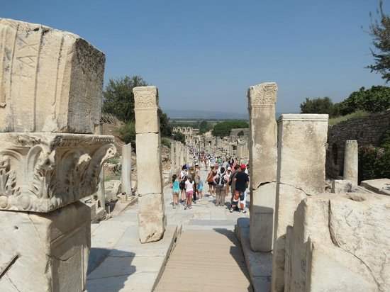 Heracles Gate: The pathway leading to the gate!