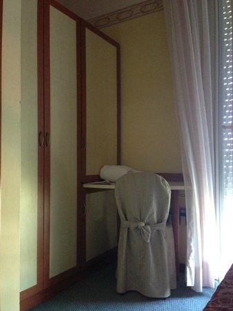 Hotel Bikini : Camera superior fronte mare