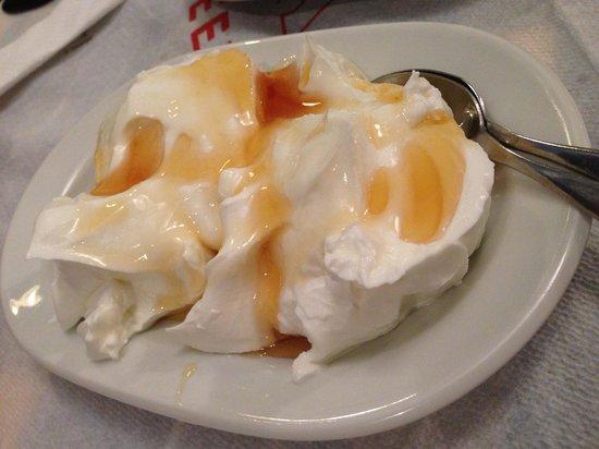 The Nest: Yogurt with honey