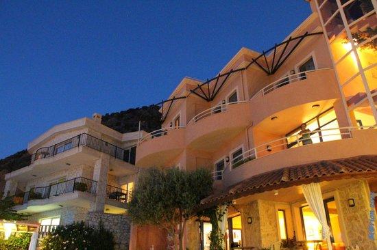 Allegra Hotel : By night