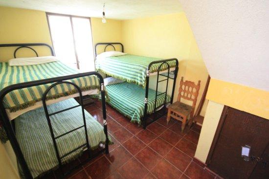 Hostal Villa Cassot : Dormitorios para cuatro personas