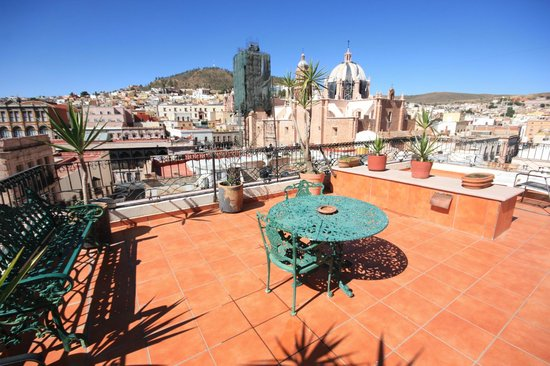 Hostal Villa Cassot : Contamos con bonitas terraza.