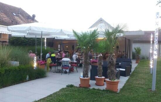 Restaurant de la Croix Blanche: belle terrasse