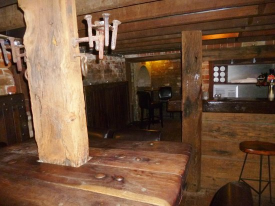 The Rose & Crown Hotel : Cellar bar