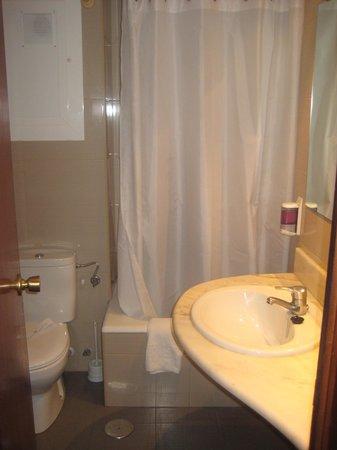 Hotel Brasil: Bathroom