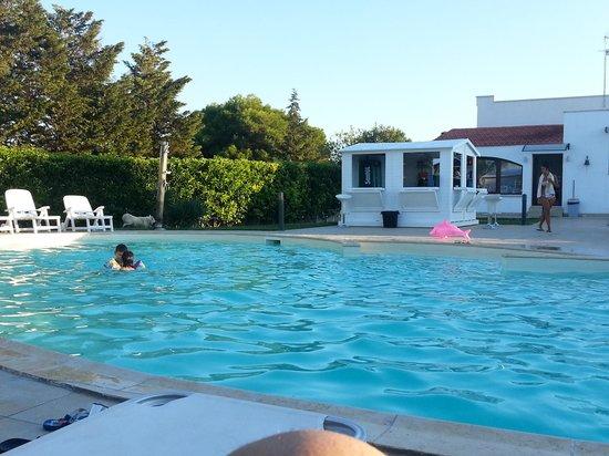 Bordo piscina foto di resort naturista grottamiranda serranova tripadvisor - Piscina naturista milano ...