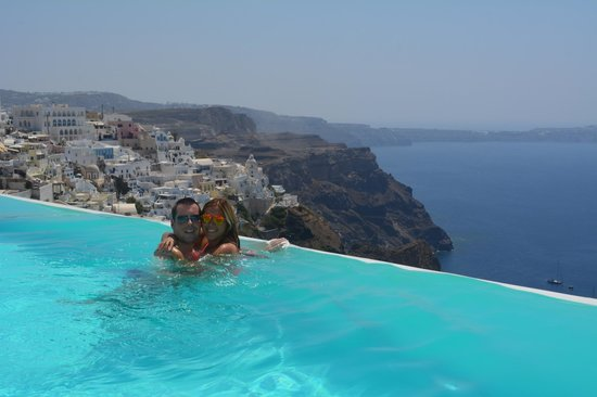 Cosmopolitan Suites Hotel: engaged in santorini!