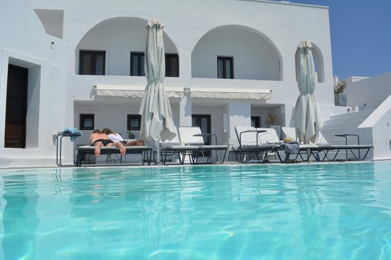 Cosmopolitan Suites Hotel: pool & rooms