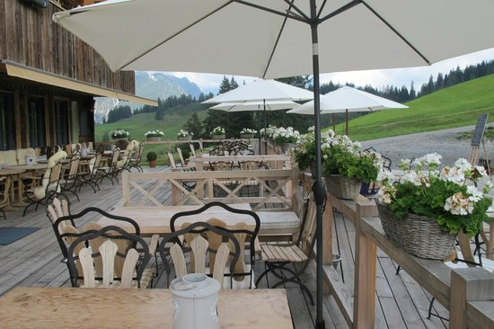 Rinderberg Swiss Alpine Lodge: Terras