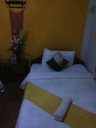 Heart of Angkor Guesthouse: 2 single beds in the room